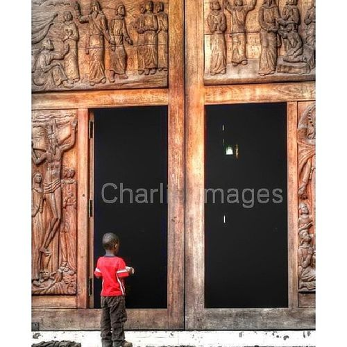 La gran puerta [Photo/Charlie Images] Church Cathedral Streetphoto Santiagord photojournalism photo