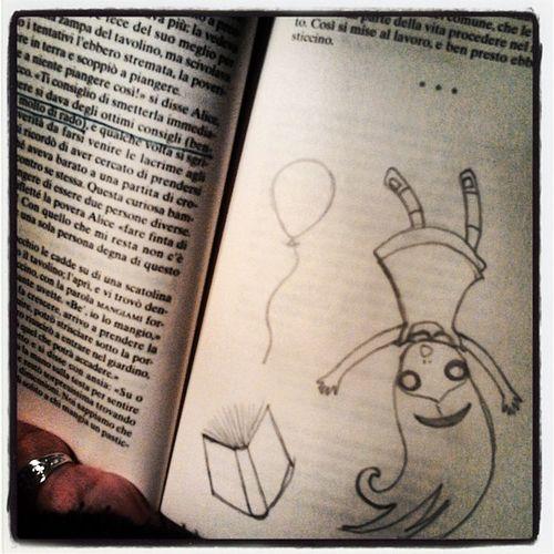 E quando i Libri  non contengono Illustrazioni ? Ci si pensa da soli! DIY Book aliceinwonderland pencil alice alicenelpaesedellemeraviglie ptitzelda ptitday28 zeldawasawriter doodle drawning baloon me cute love