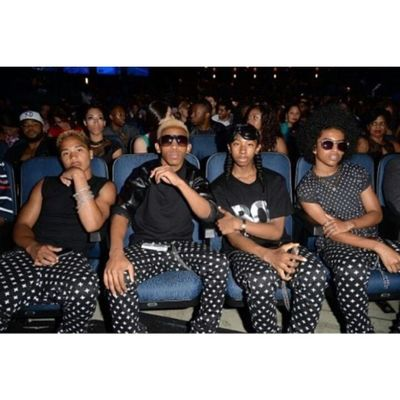 them koolin in they seat waiting at the bet awards