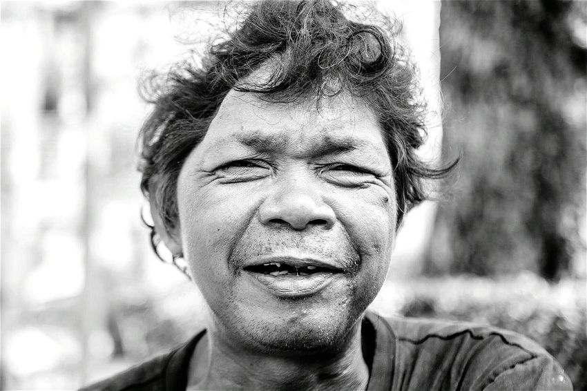 Thailandstreetphotography Black And White Streetphotography Real Life Smiling Face Eyeemthailand EyeEmPortraits On Street Even though he lost his family , he still never lose hope and he always talk with smily face. Please support this guy who never give up with his life!! . I love him ^^