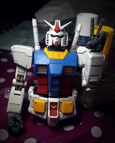 Missing the legs and arms. Almost done!! Gundam Gunpla Rx782 RX-78-2 BANDAI Model Kit