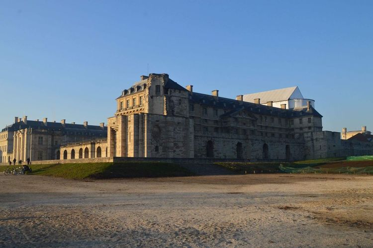 Château de Vincennes vue de l'extérieur Castle Building Exterior History Architecture Built Structure Clear Sky Travel Destinations Outdoors No People City Sky Day Tower Château De Vincennes Monument Monument Historique France Paris Vincennes France