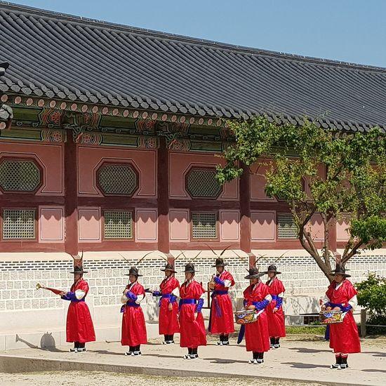 Palace Guards Practise Session Gyeongbokgung Palace, Seoul Tripwithson2017 Trip To Seoul Seoul Streetphotography Streetphotography Seoularchitecture Korean Culture Seoulspring2017 Seoulmay2017 Seoul Southkorea