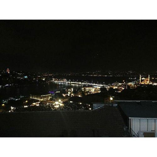 Sen Bir Başkasındır Istanbul istanbul gecesinden küçük bir kare hayırlı cumalar cumanız mübarek olsun vscocamistanbul vscocamturkey vscocambaku vscocamazerbaijan vscocamphotos photo gece