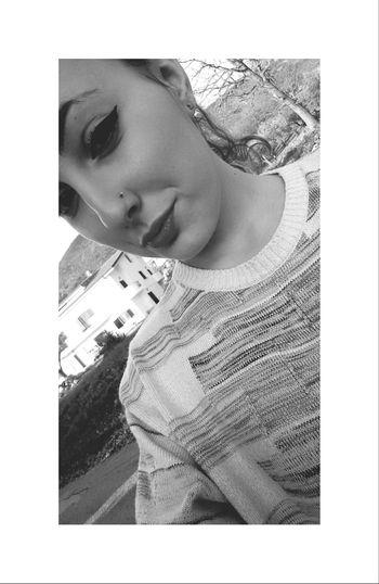Saturday Piercing Eyeliner Maglione LikeLikeLike
