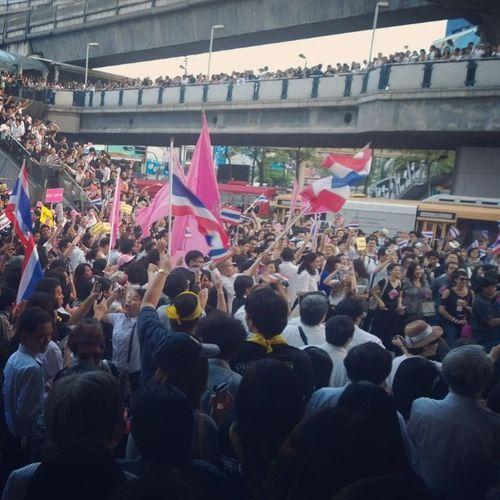 หน้าหอศิลป์กรุงเทพ BACC Cu Siam Thaidemocracy AntiCorruption Thaistagram Instathailand Adayinthailand Photooftheday Instagood Instadaily Instaphoto Seeyoutomorrow Lumia1020