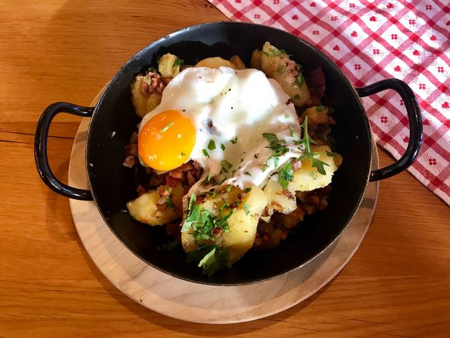 Tiroler Groestel Fried Potatoes Potatoes Bacon! Bacon&egg Egg Food Food And Drink Table Egg Yolk Fried Egg Indoors  Directly Above Ready-to-eat Sunny Side Up