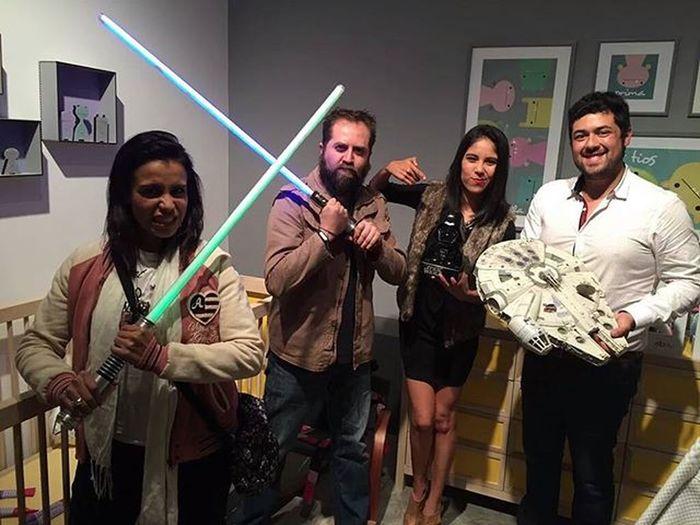 Aquí casual, con sables jedi en el BlackFridayeneBay porque Starwars con @ebay_mexico :)