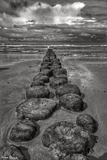 Leading Stones.
