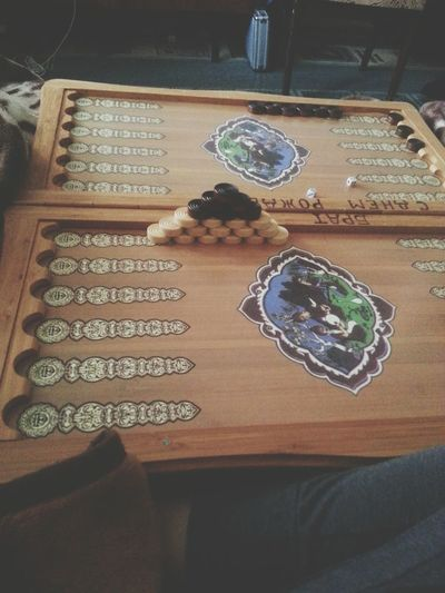 люблю играть в нарды, они крутые) покер обожаю