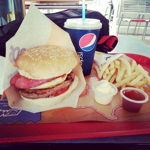 Almorzado una rica despechada en Bembos Burger Instagood instalove instamoments tagsforlikes pepsi soda gaseosa queee rica tonteria limaperu