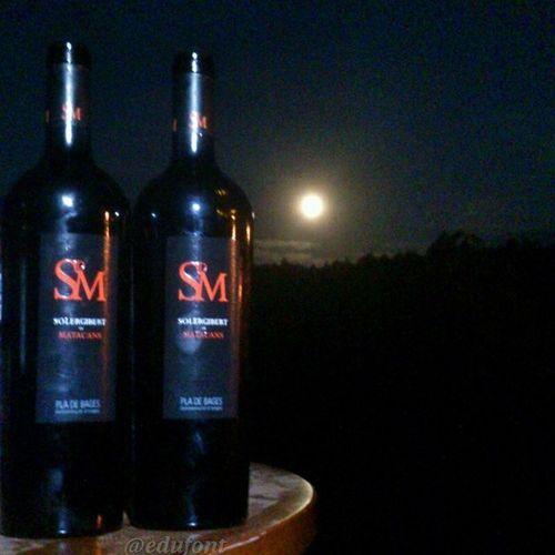 Matacans a la llum de la Lluna . Sopar a la Vinya de la Confraria dels vins del Bages vi vinsdelbages Bages vicatala