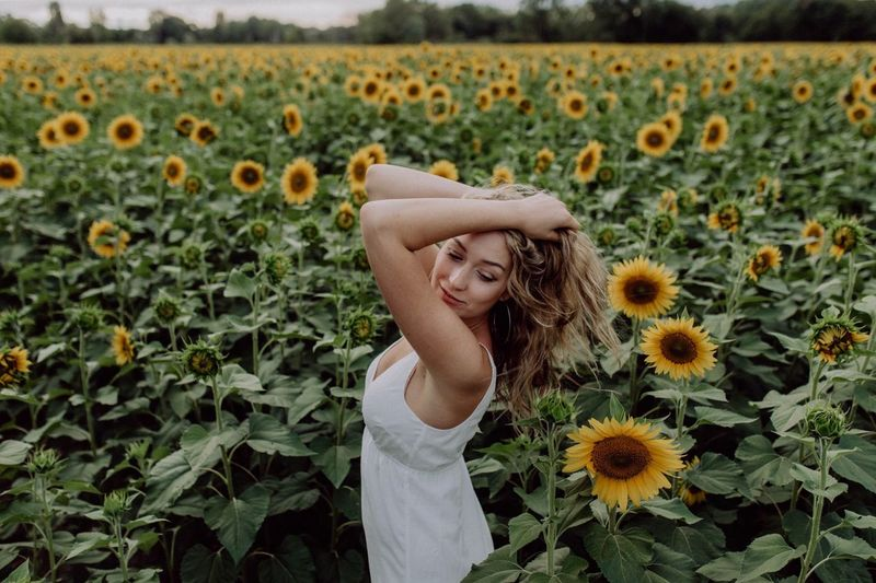 Sun Flower Sonnenblume EyeEm Selects One Person Young Adult Beautiful Woman Nature Young Women Beauty Flower Field Long Hair Lifestyles Outdoors Fresh On Market 2018