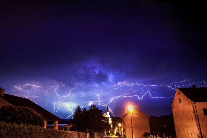 Heute sind wir noch spontan nach der Spätschicht nach Neuzelle gefahren um das Gewitter einzufangen. Ich würde sagen es hat sich gelohnt nachderarbeitlangeweile #gewitter #stag #thunder #lightning #sony #neuzelle #sonyalpha #photoshop Gewitter Lightning Nature Photoshop Picoftheday Sky Sony Sonyalpha SonyAlpha7RII Stag Thunderstorm