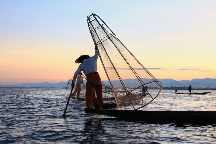 Fishermen at Inle Lake, Myanmar. People Evening Intha Working Travel Lifestyle Asian  Close-up Boat Outdoors Rural Scene Reflection Transport Floating Lake View Nyaungshwe Calm Famous Place Horizon Scenery Scenic Duck Water Occupation Sunset Full Length Fisherman Fishing Net Beauty Silhouette