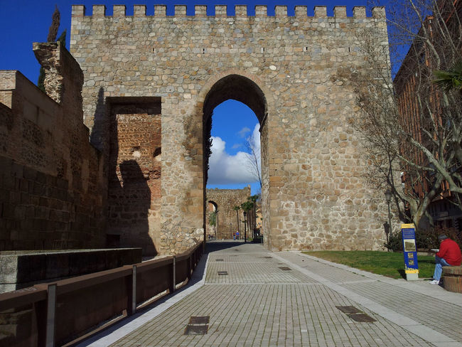 Rampart Talavera de la Reina Alley Arch Architecture Blue Building Building Exterior Built Structure Day Diminishing Perspective Empty España Narrow Outdoors Rampart Ramparts Residential Building Sky SPAIN Talavera Talavera De La Reina The Way Forward Toledo Toledo Spain Town Walkway