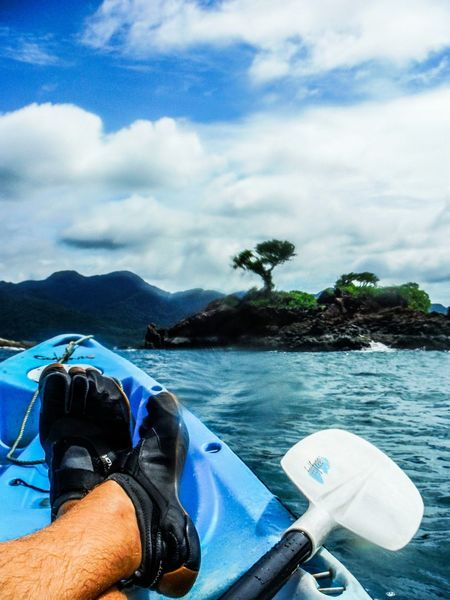 Made it 🚣 Footselfie Island Life Koh Chang Thailand Tree Island Lone Tree Sea And Mountains Ocean Life Kayaking Ocean Kayaking Tree Isolated Small Island Water Spot Perfect Imperfection Made It Destination Reached! Ocean Water Kayaking Adventure Kayaking Is Fun Oar Footsie EyeEm Thailand Ko Chang Fujifilm Finepix Xp60