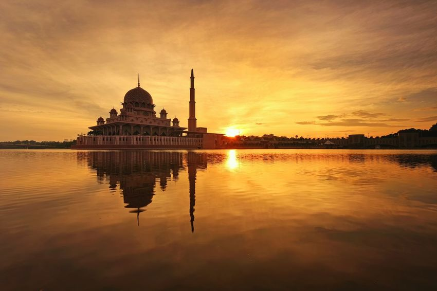 Putrajaya mosque sunrise reflection Sky And Clouds Sunlight Sunrise Sunset_collection View EyeEm Gallery Landscape Outdoor Skyline Travel Destinations Travel Beautiful Getty Images EyeEm Best Shots EyeEm Selects Putrajaya City Water Politics And Government Sunset Reflection Religion Business Finance And Industry Sky Architecture Built Structure Dome Place Of Worship Mosque Historic