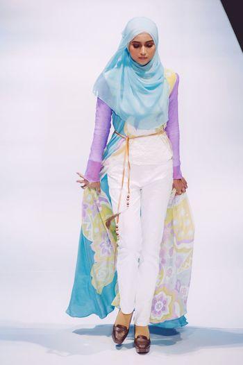 Striking Fashion Female Model Fashion Photography Klfwrtw2015 Fashion Show Fashioneditorial Klfw2015 Hijabfashion