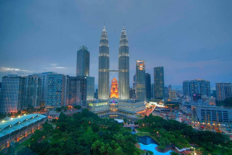 Klcc twin tower at dusk Holiday Klcc KLCC Tower Blue Hour Dusk In The City Kuala Lumpur Malaysia  Suria KLCC Cityscapes The Great Outdoors - 2015 EyeEm Awards