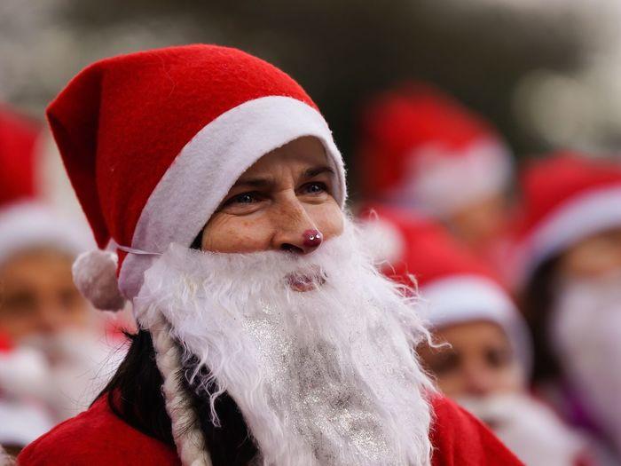 Woman from Santa Claus Santa Christmas Celebration Event Germany Charity Event Santas Fun Run Für Den Guten Zweck Weihnachten 2016 Flensburger Hafen Santas Run Santa Claus Flensburg
