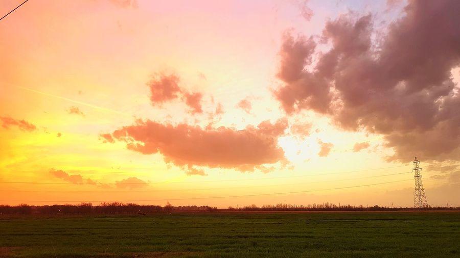 Sunset in qazvin 😍 Iran Photography Photooftheday EyeEm Photographer Qazvīn Sunset Sky Nature Beautiful Photo