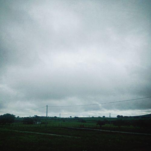 O céu hoje está assim aqui em Campo Grande... Chuva