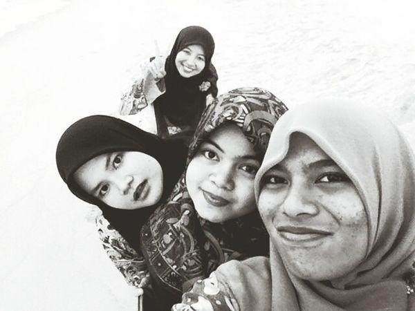 me and my girls. still looking good in bbw mode ? Girls Asian Girls Malaysia Kuala Terengganu