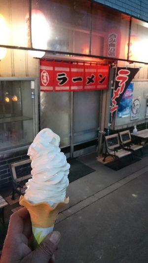井上食堂のソフトクリーム3L 今は5Lまでしか作っていないみたい幻の6L必ずお腹がポンポコぴーになります 5Lでもお腹痛くなるwww 美深町 That soft serve ice cream was very delicious.