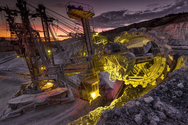Wheel excavator at quarry