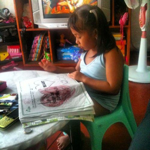 My Little sister... Doing her assignment kahit wala namng pasok bukas... Masipag!!! Hahaha Siblings Sister Assignment Yunoh !