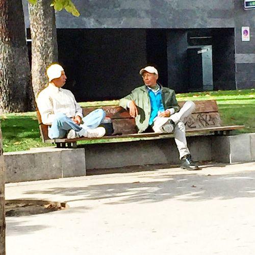 Nice conversation. At Colón Square in Madrid, october 2015 Ojos Comunicantes