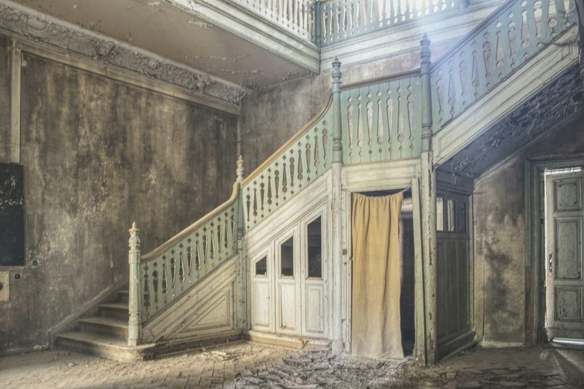 Staircase Urbex Urbexphotography Abandoned Abandoned Places Abandoned Buildings Abandoned House Urbexexplorer Urbanexploration Old Decay Urbex_rebels Urbexworld Lovely Old Interior Nature Photography Interior Architecture Built Structure Historic History The Past Ancient Building