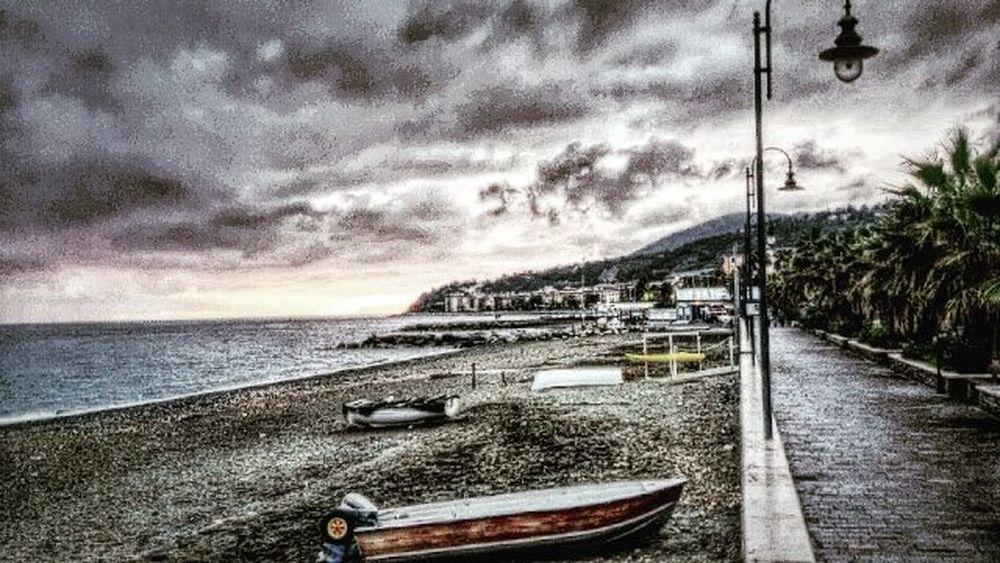 Il mondo è bello... ma casa propria da sempre emozioni superiori... Liguria Maststyle Genova Feelinggood Pomeriggialternativi Shootoftheday Photooftheday Picoftheday Sea Mare Passeggiate Passeggiatedasogno Winteronthesea
