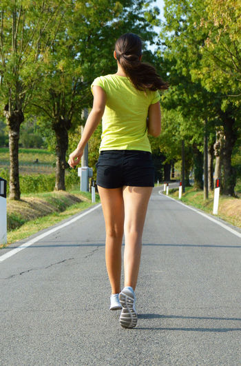 Outdoors Sportgirl Young Women Run Girl Run Running EyeEmNewHere Sexygirl Runnersworld Be. Ready. Woman Sport Sportwoman Leisure Activity Exercising Fitnessmodel Runnergirl Champion Beautiful Woman Athletics Real People Sports Clothing Healthy Lifestyle Lifestyles Runner Legs And Feet