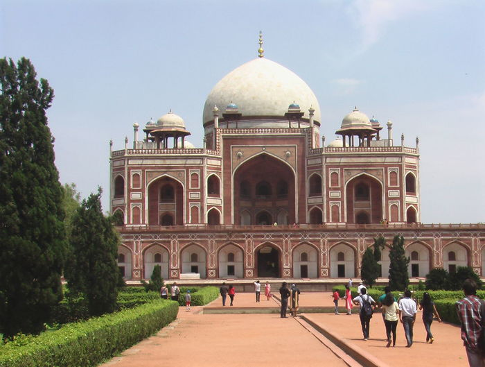 Am amazing built place. The mughal architecture is just mind blowing. The geometry ,the symmetry, the design, everything is spectacular. Architecture Dome Famous Place Geometry History Humayunstomb Mughal Mughalarchitecture Religion Symmetry Tomb Tourism