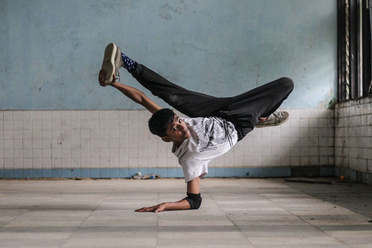 The Dance Camp, bboys in action Balance Breakdancing Casual Clothing Dancing Day Exercising Flexibility Full Length Handstand  Healthy Lifestyle Human Arm Leisure Activity Lifestyles Motion One Person Performance Real People Skill  Sport Strength Vitality Young Adult