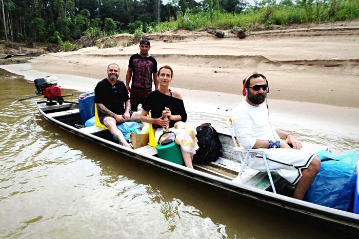 Dono da grife Cavalera andando de barco com os indígenas na Aldeia Yawanawá. Brazil Indios Amazonas-Brasil 🇧🇷 Cavalera Acre