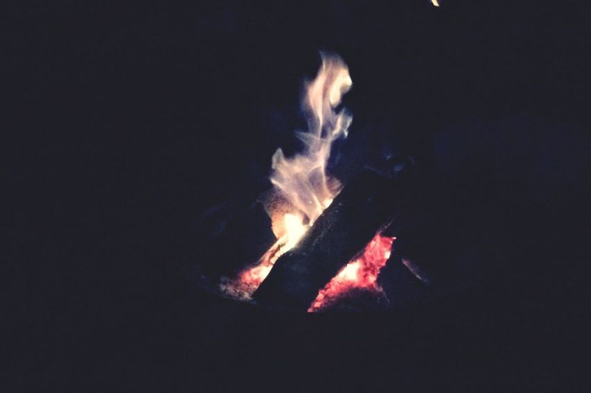 Burning Heat - Temperature Flame Fire - Natural Phenomenon Glowing Close-up Firewood Bonfire Wood - Material Dark Outdoors Campfire Fire Majestic Calm No People Tranquil Scene Tranquility Fire And Flames Bonfire