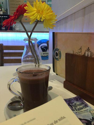 Hot Chocolate And A Good Book... What Else? 😉☕️📚 Fantasía De Invierno Good Reading Feeling Cozy