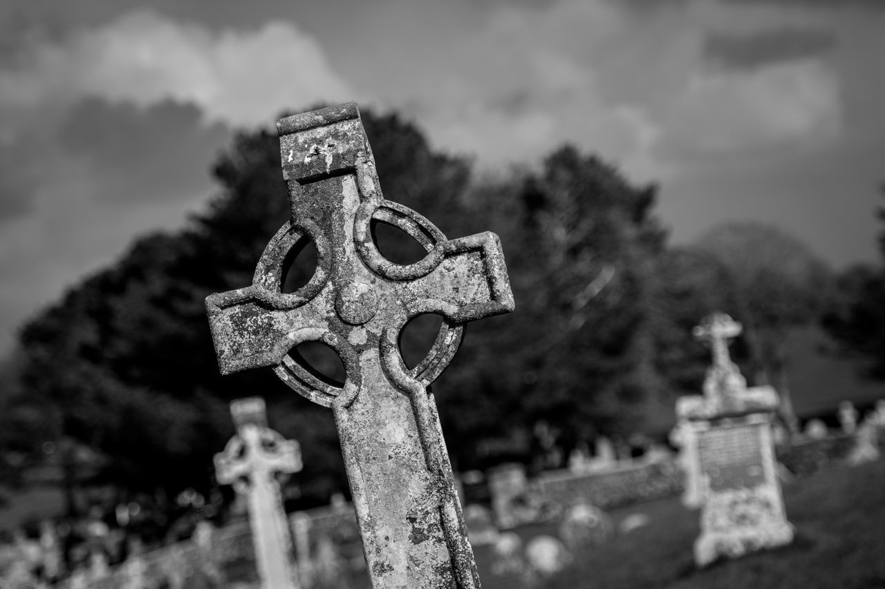 cross, cemetery, religion, spirituality, tombstone, focus on foreground, memorial, no people, day, crucifix, grave, graveyard, outdoors, sky, gravestone, place of worship, close-up