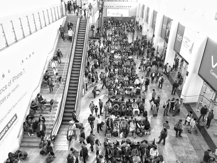 A busy day at airport! AirPlane ✈ Airportphotography Airport Terminal Airport Large Group Of People Crowd Real People City Life Blackandwhite Blackandwhite Photography Black And White Photography EyeEm Best Shots EyeEm India Human Meets Technology DelhiNCR DelhiDairies Lieblingsteil Family Travel EyeEm Best Shots - Black + White Indira Gandhi International Airport, India EyeEmNewHere