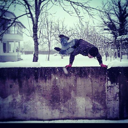 Yoga Yogaeverydamnday Yogaeverywhere Yogi Capoeira Capoeira Time Capoeiralife Freerun Freerunner Freerunning Handstand  Handstandeveryday Snow Cold Winter