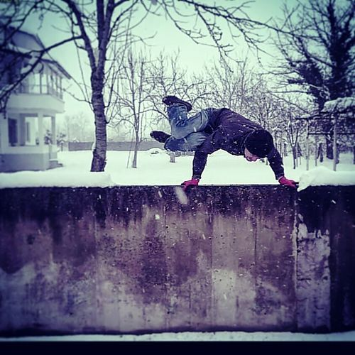 Yoga Yogaeverydamnday Yogaeverywhere Yogi Capoeira Capoeira Time Capoeiralife Freerun Freerunner Freerunning Handstand  Handstandeveryday Snow Cold Winter