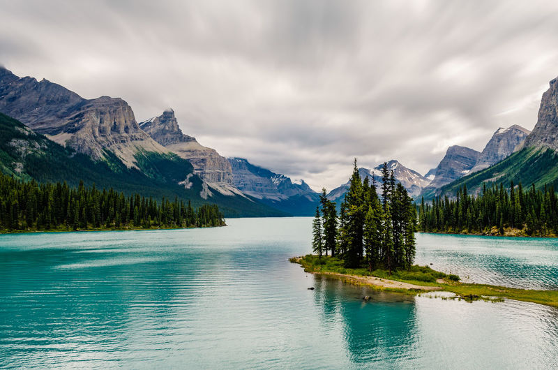 The classic shot from Maligne Lake! Mountain Water Beauty In Nature Scenics - Nature Mountain Range Lake Cloud - Sky Tranquil Scene Nature Landscape Outdoors Mountain Peak Sky Canada Maligne Lake