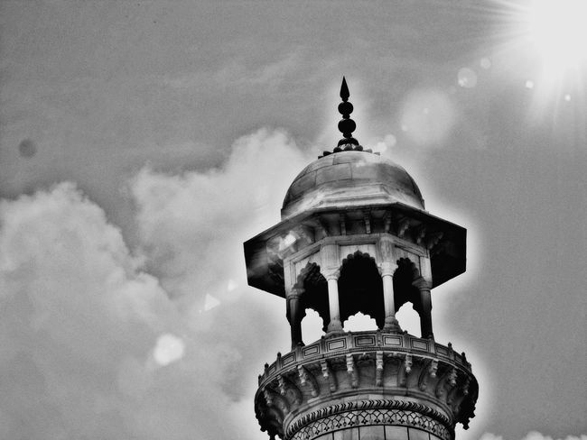 Dome Architecture Building Exterior No People Outdoors Sky Travel Destinations Place Of Worship 🇮🇳 India Mobilephotography Black And White Photogaphy Beautiful Day Sky And Clouds High Shadow Backgrounds Architecture Mughal Architecture The Great Taj 's Dome Agara