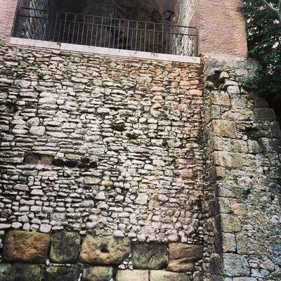 Les 3 construccions d Muralla: Romanics, Napoleons I Nadal.. Igersgirona Incostabrava Girona10 Instagirona @costabravapirineu