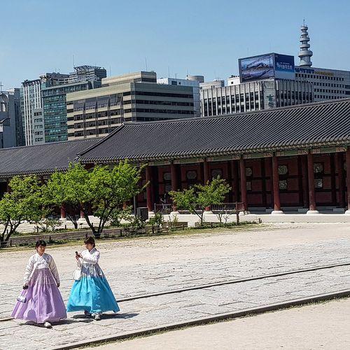 Hanboks Seoul Southkorea Streetphotography Gyeongbokgung Palace, Seoul 1392 -1897 Five Centuries Tripwithson2017 Tripwithsonmay2017 Seoul Southkorea