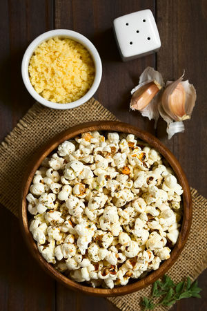 Homemade fresh savory popcorn with cheese, garlic and dried oregano in wooden bowl, photographed overhead on dark wood with natural light (Selective Focus, Focus on the top of the popcorn) Crispy Garlic Herb Homemade Homemade Food Cheese Cheesy Corn Crisp Food Food And Drink Fresh Freshness Oregano Pop Corn Popcorn Popped Puffed Ready-to-eat Salty Savory Savory Food Seasoned Snack Spice