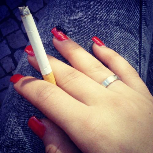Pausarelax Smoke Red Nails ❤ Black